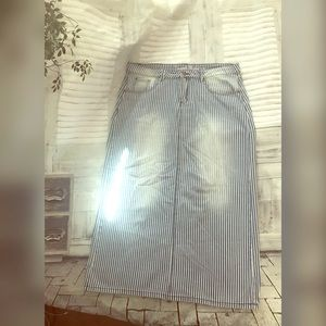 🦋 Striped Pencil Denim Like Skirt